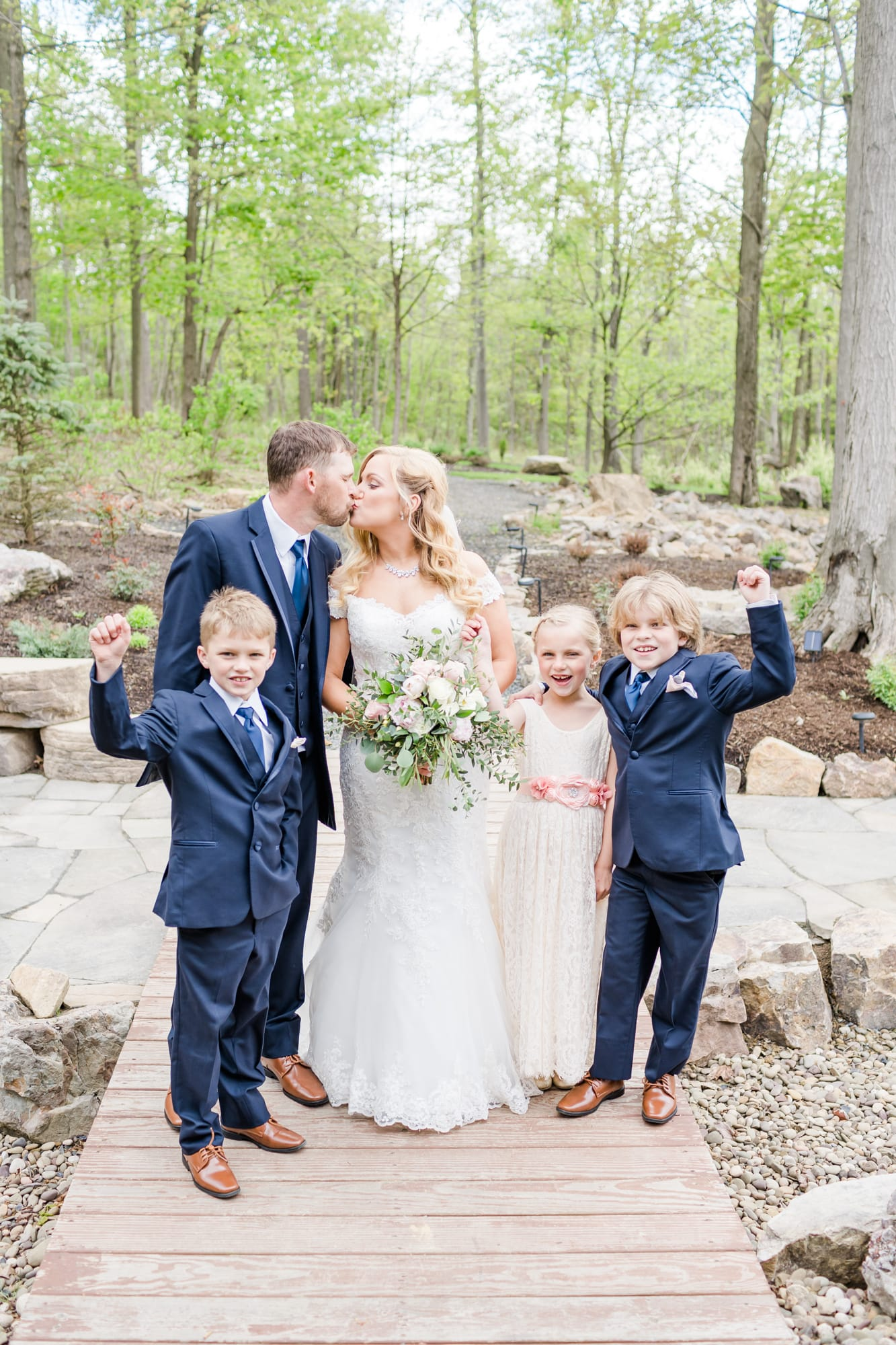 Bridal party at Rolling Rails Lodge wedding