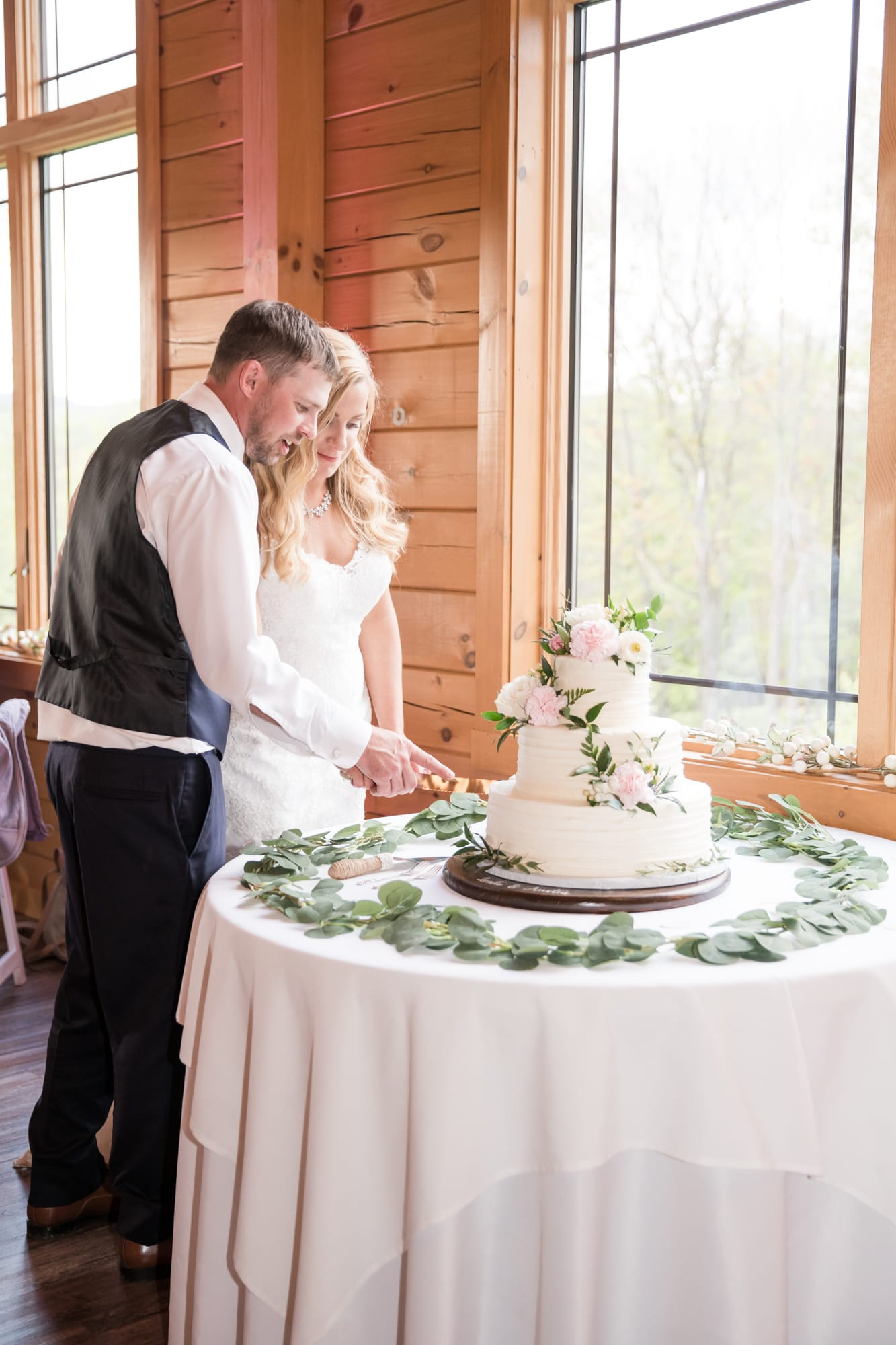 Cake cutting at Rolling Rails Lodge reception